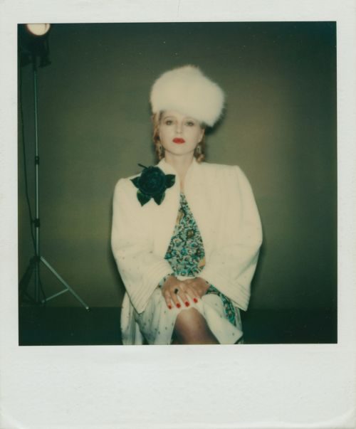 Polaroid-Foto: Hanna Schygulla im Kostüm für Lili Marleen (BRD 1981, Regie: Rainer Werner Fassbinder)