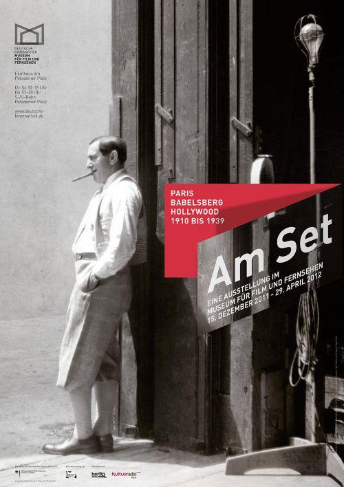 "Plakat der Ausstellung ""Am Set — Paris – Babelsberg – Hollywood, 1910 bis 1939"", Deutsche Kinemathek, Berlin"