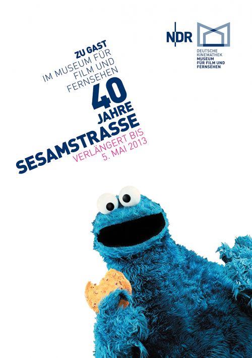 """Plakat der Kinderausstellung """"40 Jahre Sesamstraße — Zu Gast im Museum für Film und Fernsehen"""""""