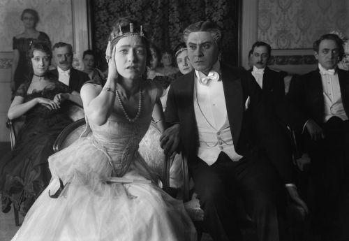 Schwarz-weißes Szenenfoto aus dem Film Balettprimadonnan