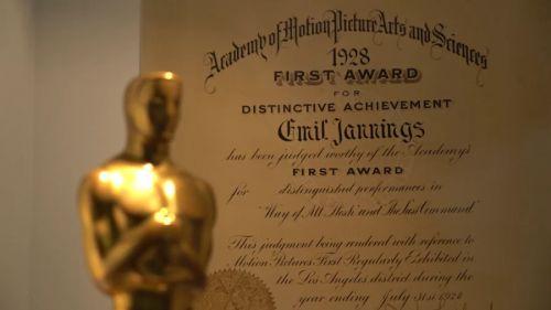 Filmpreis Oscar vor dem Gewinnzertifikat von  Emil Jannings